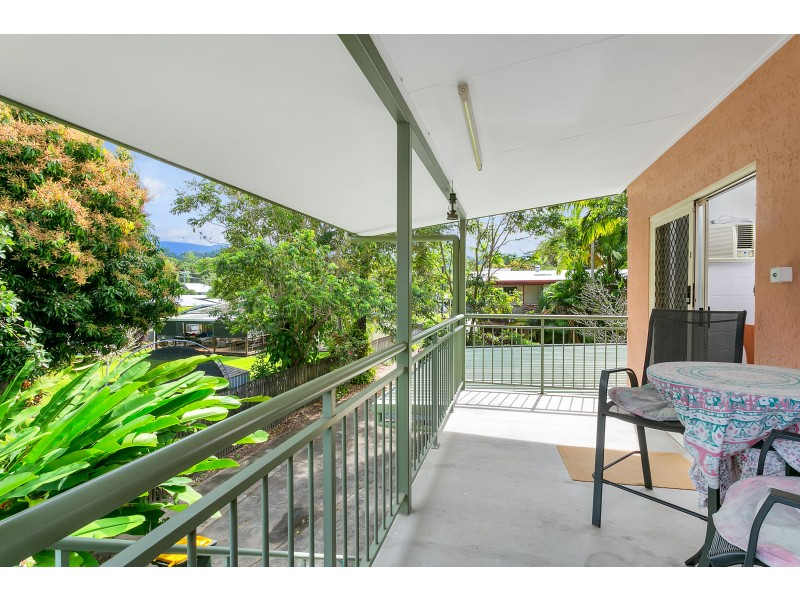 2/8A York Street, Whitfield QLD 4870