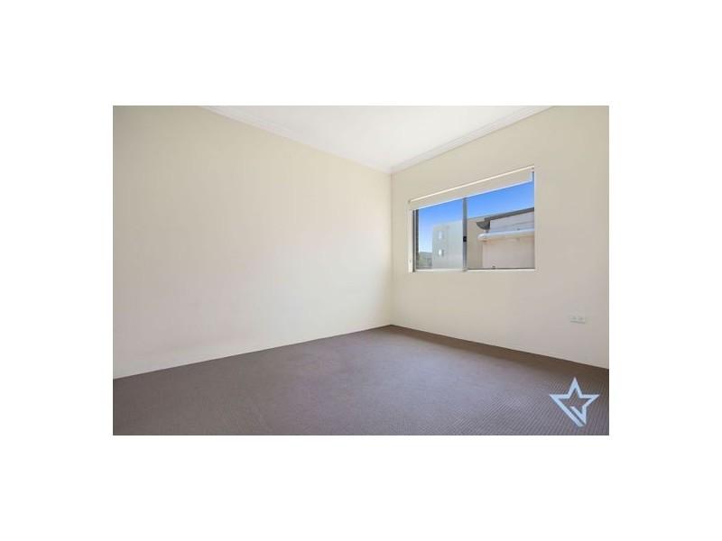 12/2 Howard Avenue, Northmead NSW 2152