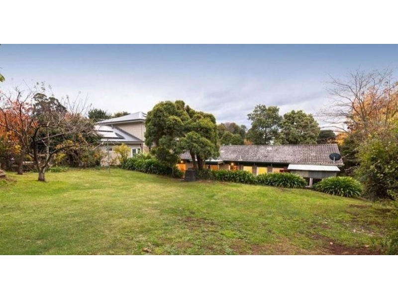 6 Paradise Grove, Emerald VIC 3782