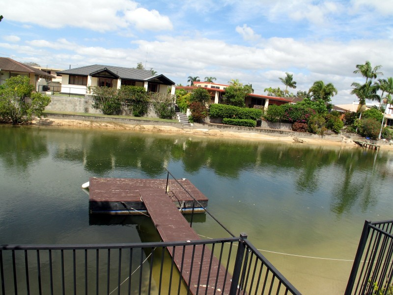 6 Carmel Court, Broadbeach Waters QLD 4218