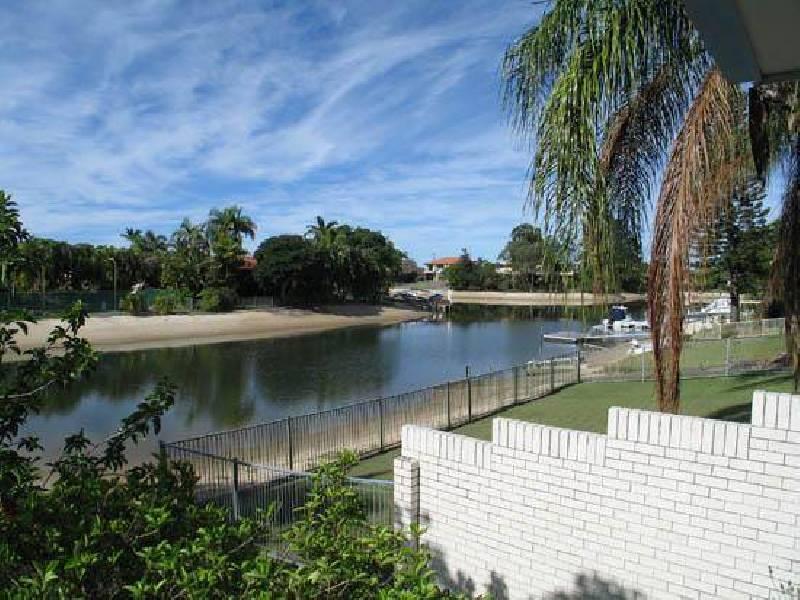 23 Bermuda Street, Broadbeach Waters QLD 4218