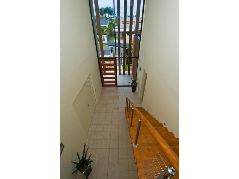 27 Andrea Avenue, Broadbeach Waters QLD 4218