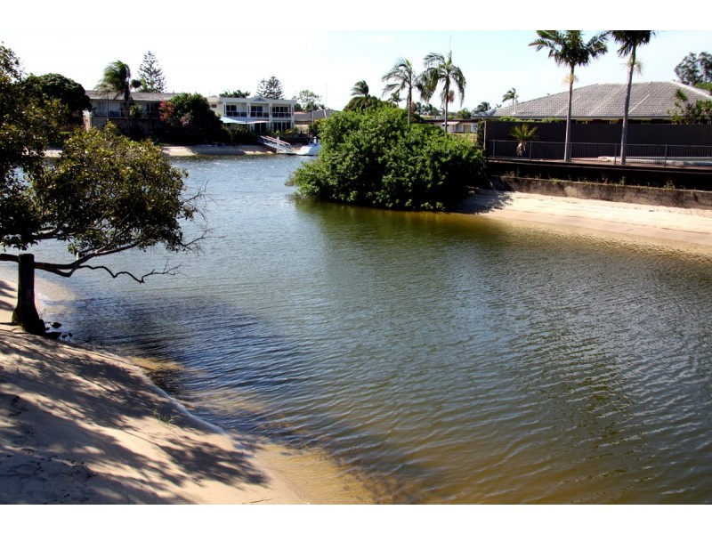 13 Poinciana Blvd, Broadbeach Waters QLD 4218