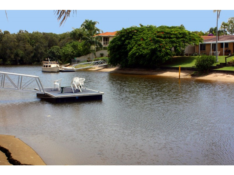 7 Ensenada Court, Broadbeach Waters QLD 4218