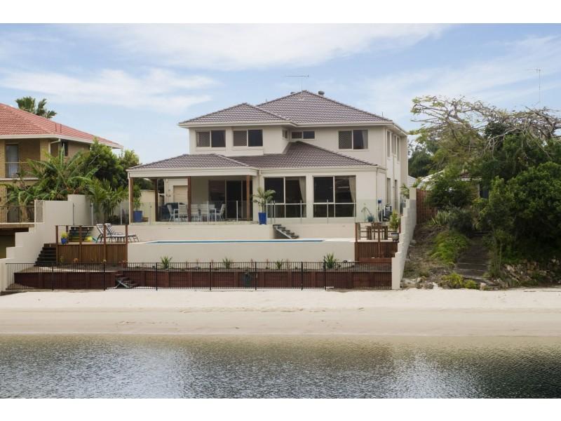 20 Bombala St, Broadbeach Waters QLD 4218