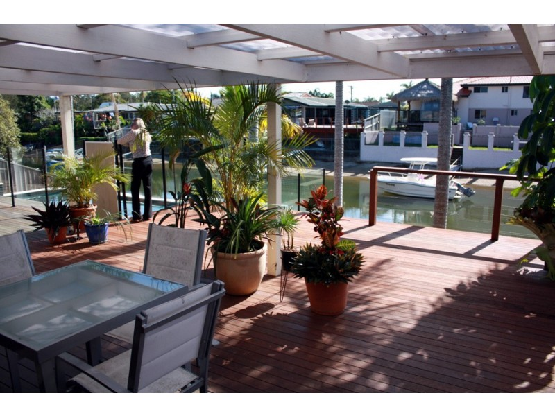 7 Costa Court, Broadbeach Waters QLD 4218
