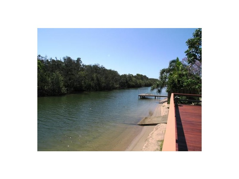 17 Ensenada Court, Broadbeach Waters QLD 4218