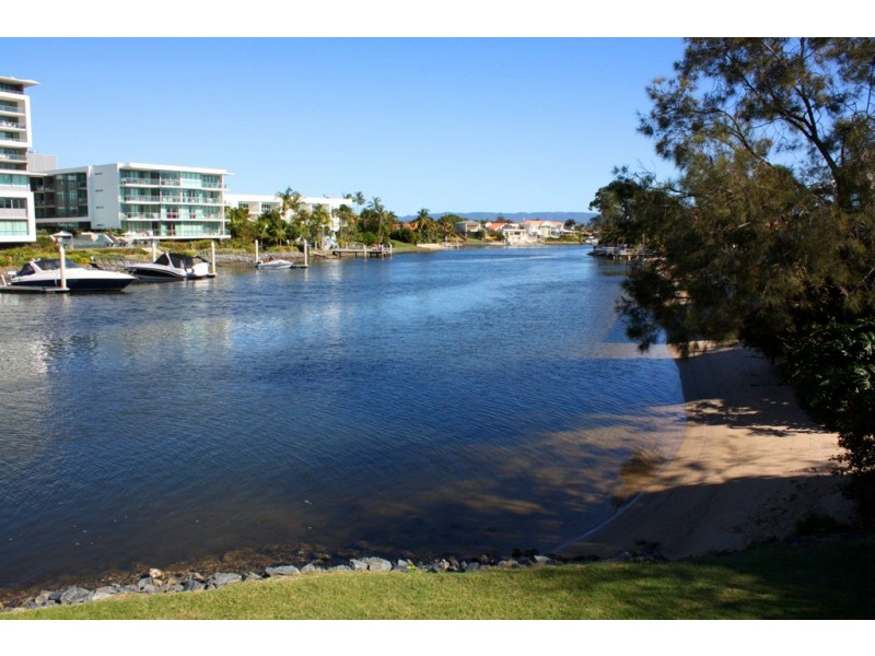 145 Allambi Avenue, Broadbeach Waters QLD 4218