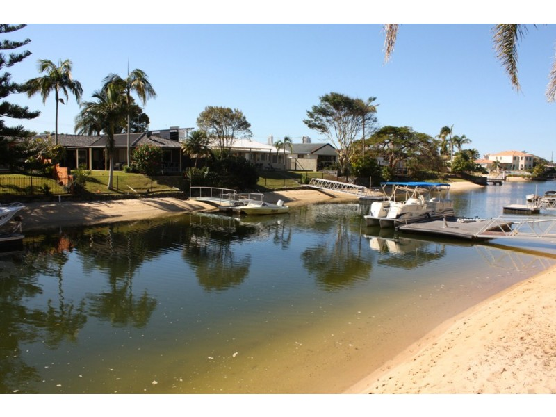 5  Monte Vista Ct, Broadbeach Waters QLD 4218