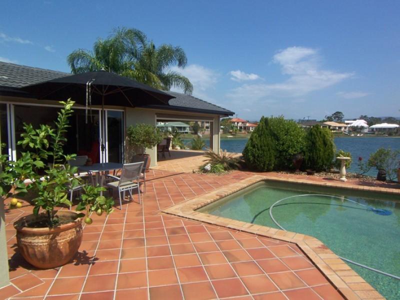 22 Villa Ct, Broadbeach Waters QLD 4218