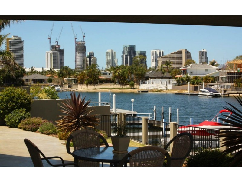 4  Grant Place, Broadbeach Waters QLD 4218