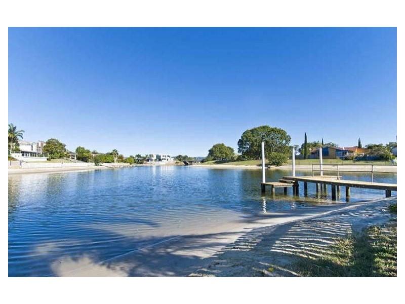 18 Alma St, Broadbeach Waters QLD 4218