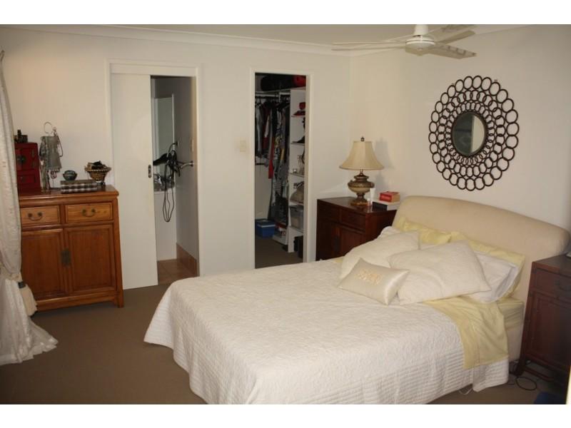 8 Park Avenue, Broadbeach Waters QLD 4218