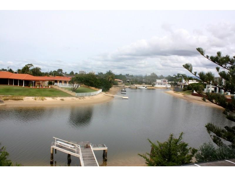 13 BEVERLEY CRES, Broadbeach Waters QLD 4218