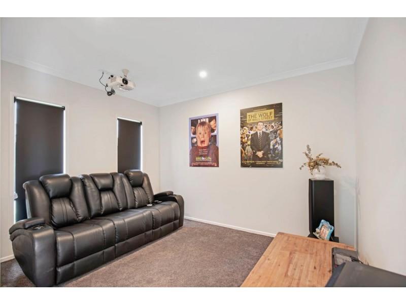 9 Vale Avenue, Arundel QLD 4214
