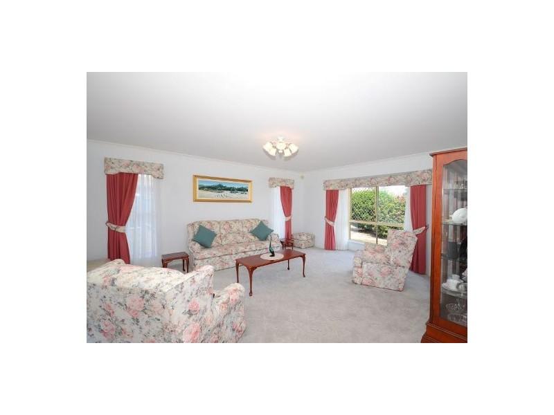 15 Warrego Drive, Point Vernon QLD 4655