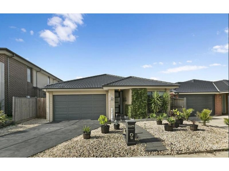 18 Hill Farm Drive, Clyde VIC 3978