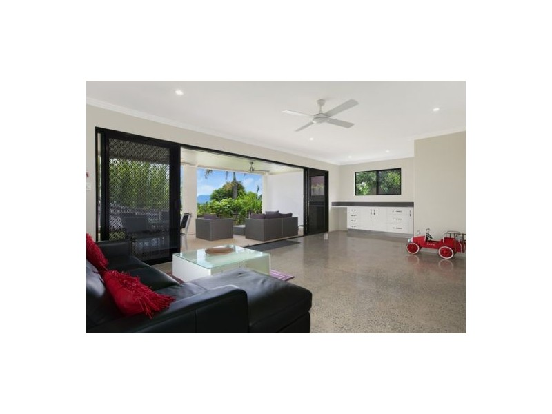 18 Cambanoora Street, Mooroobool QLD 4870
