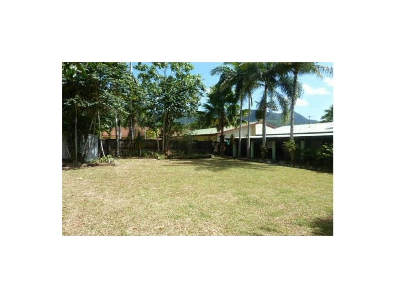 180 Robert Rd, Bentley Park QLD 4869