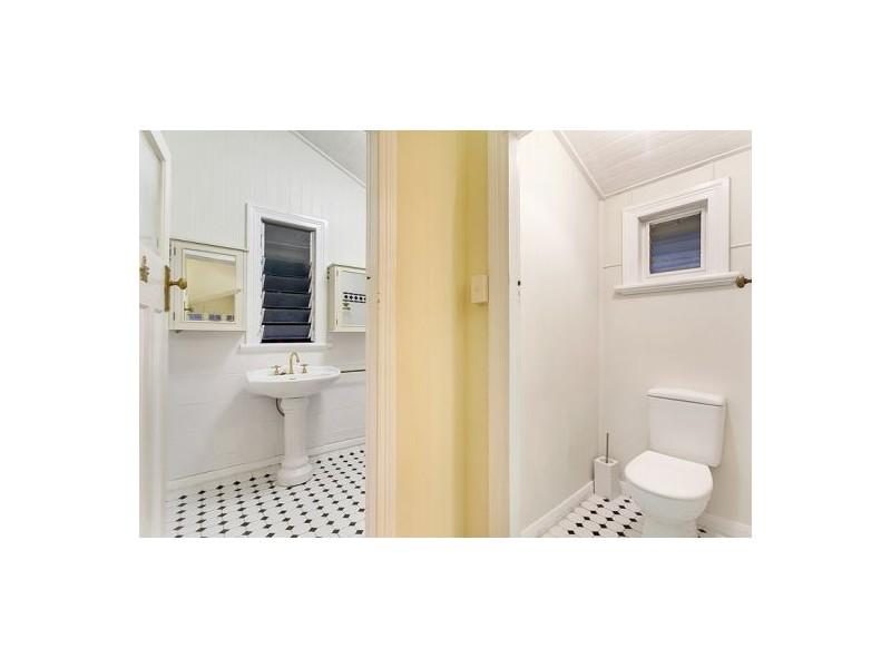 318 Mcleod Street, Cairns North QLD 4870