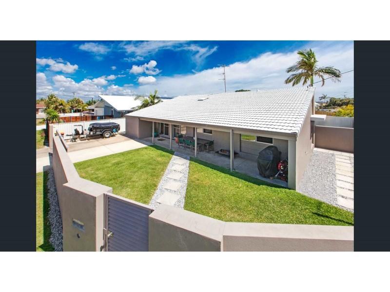 2/49 Saleng Crescent, Warana QLD 4575