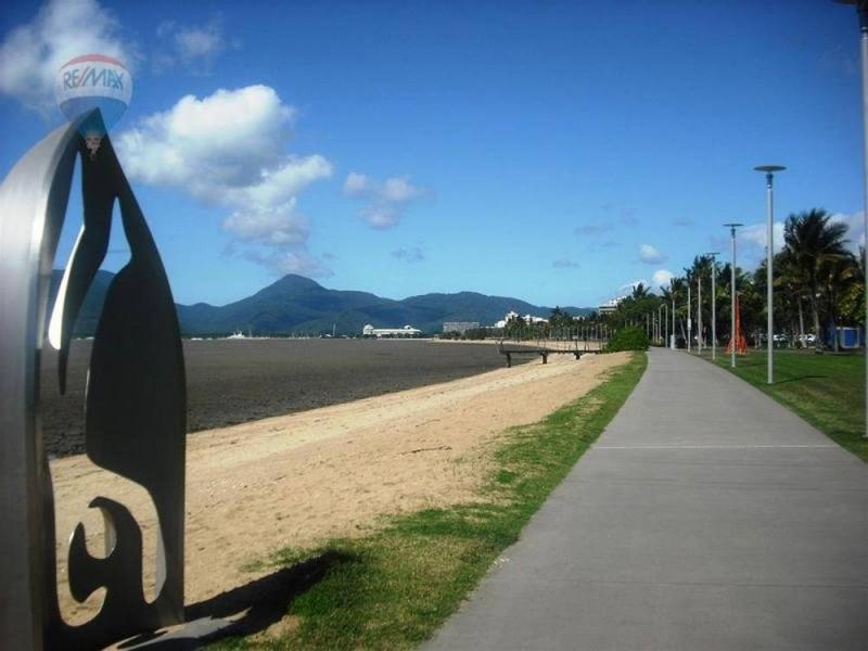 24/275 Esplanade, Cairns North QLD 4870