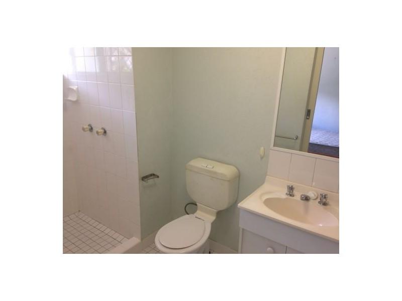 2/346 Mccoombe Street, Mooroobool QLD 4870