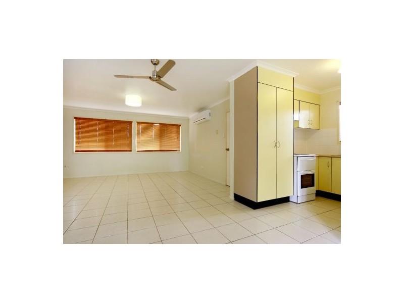 7 Shang Street, Mooroobool QLD 4870