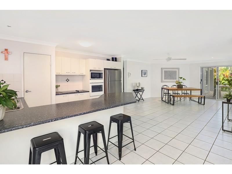17 Ocean Crest Place, Alexandra Headland QLD 4572