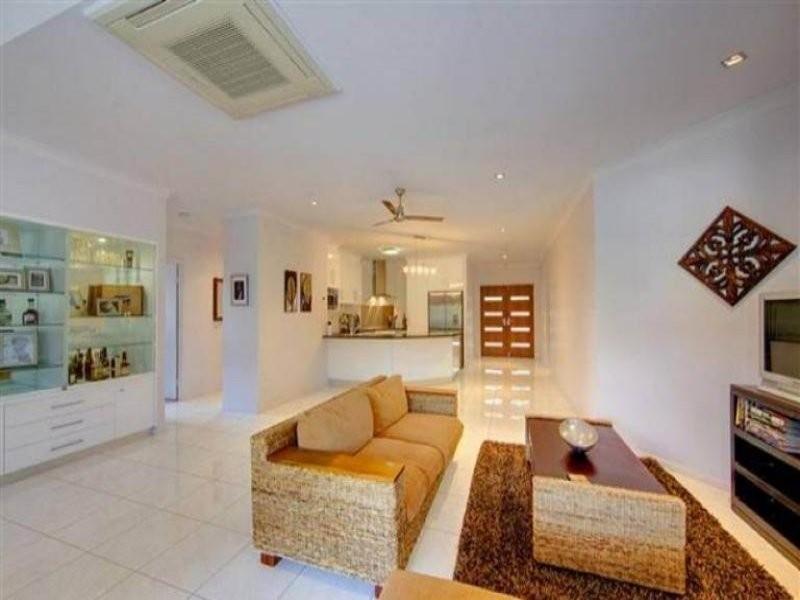 Bushland Beach QLD 4818