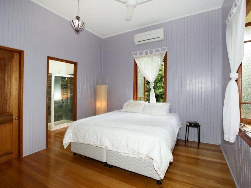 56 Norris St, Hermit Park QLD 4812