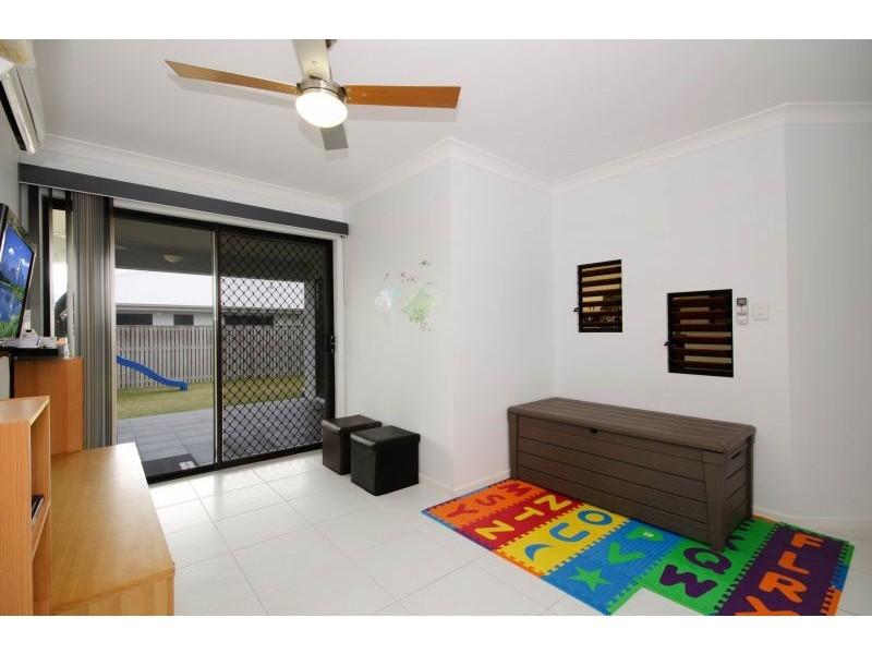 22 Hillock Crescent, Bushland Beach QLD 4818