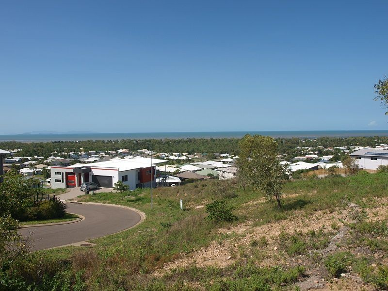 4 Cashell Crescent, Bushland Beach QLD 4818