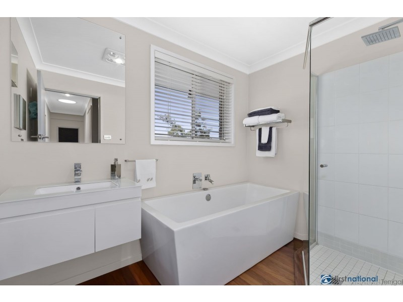 100 Old Gosford Road, Wamberal NSW 2260