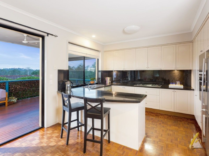 27 Mcconnell Crescent, Brookfield QLD 4069