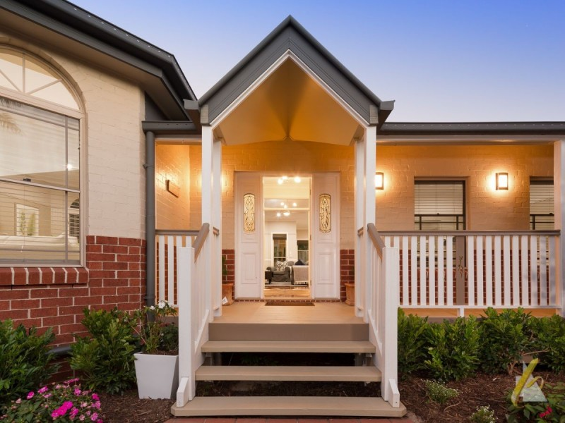 11 McConnell Crescent, Brookfield QLD 4069