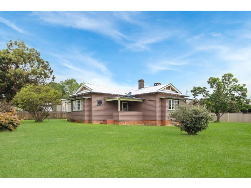 61 Clive Street, Tenterfield NSW 2372
