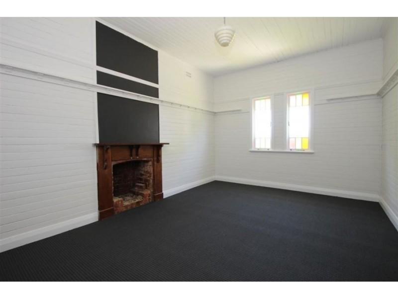 51 Molesworth Street, Tenterfield NSW 2372