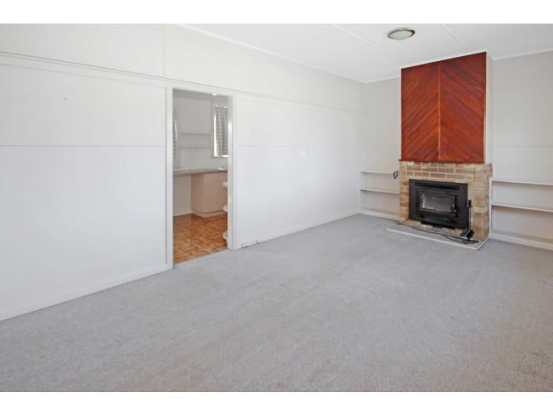 11 Duncan Street, Tenterfield NSW 2372