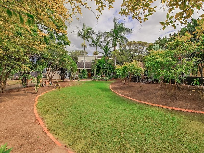 16 Downing St, Birkdale QLD 4159