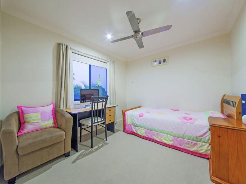 18 Nursery Place, Wakerley QLD 4154