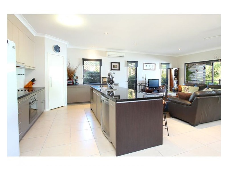 19b Osanna St, Daisy Hill QLD 4127