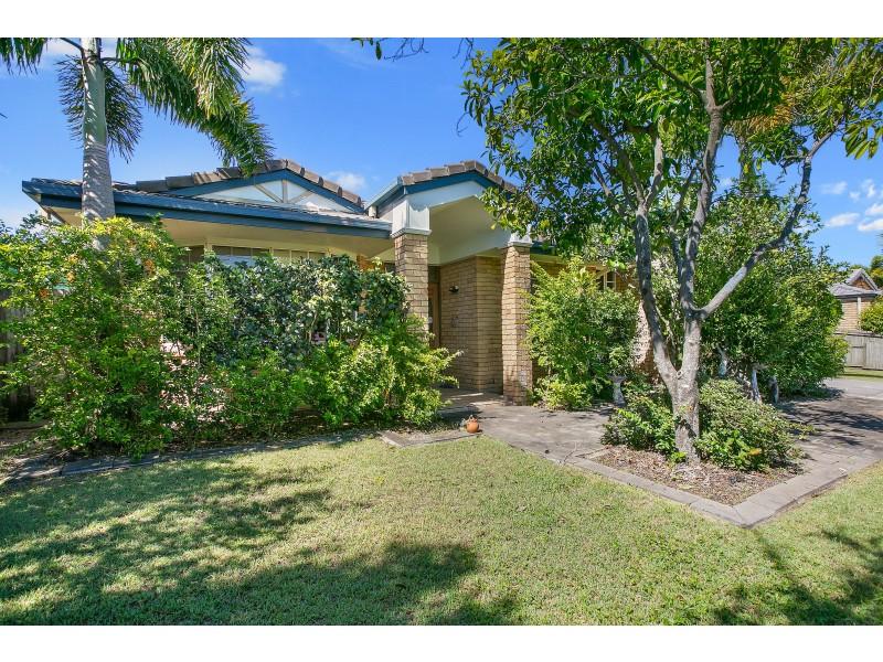 13 Tarwhine Street, Tin Can Bay QLD 4580