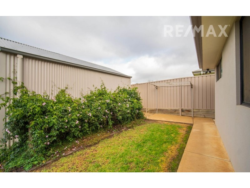 111 Strickland Drive, Boorooma NSW 2650