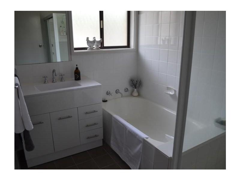 32 Pinaroo Drive, Glenfield Park NSW 2650