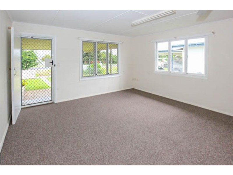 32A Earl Street, Westcourt QLD 4870