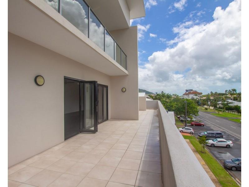 17/289-291 Lake Street, Cairns North QLD 4870