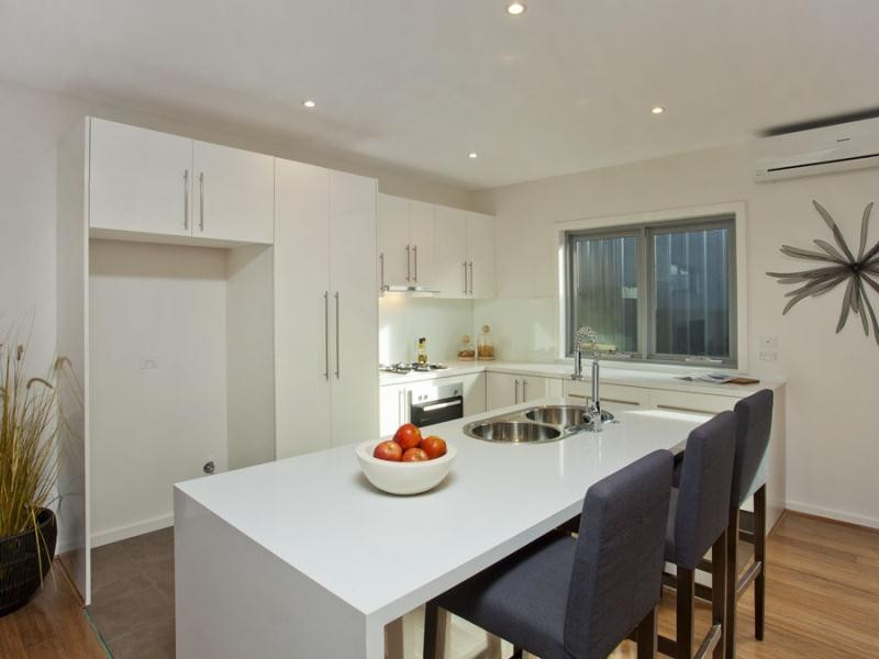 2/37 Laurence Avenue, Airport West VIC 3042