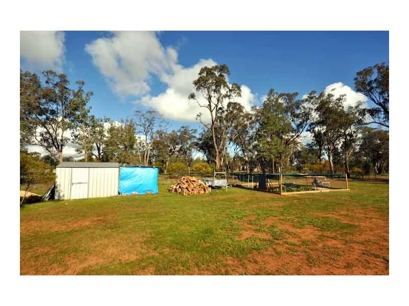 6 Namoi St, Boree Creek NSW 2652
