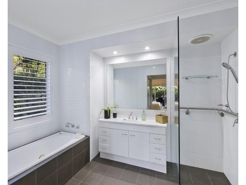 27 White Cedar Close, Green Point NSW 2251